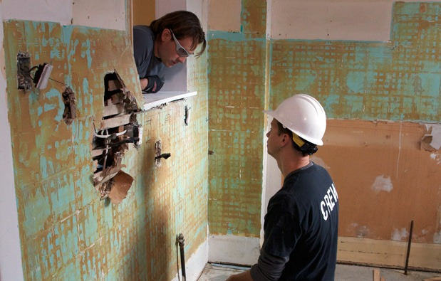 Working with contractors blog hgtv canada for How much is scott mcgillivray house