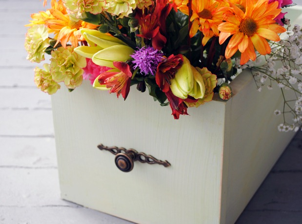 DIY-Painted-Flower-Box