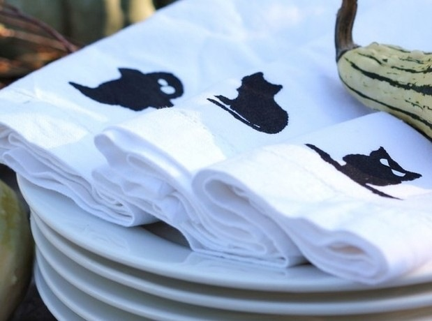 http://media.hgtv.ca/blogimages/diyhalloweensilkscreening_a9e6-silk%20screening-main_2.jpg