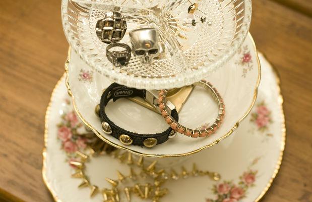 vintage-jewellery-stand-close