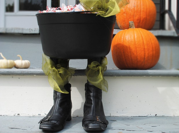 http://media.hgtv.ca/blogimages/diywitchyfeetcauldron_9acb-witchy_cauldron_1_2.jpg