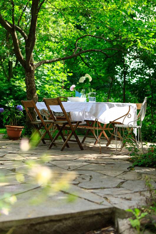 shoestring makeover my romantic backyard blog hgtv canada