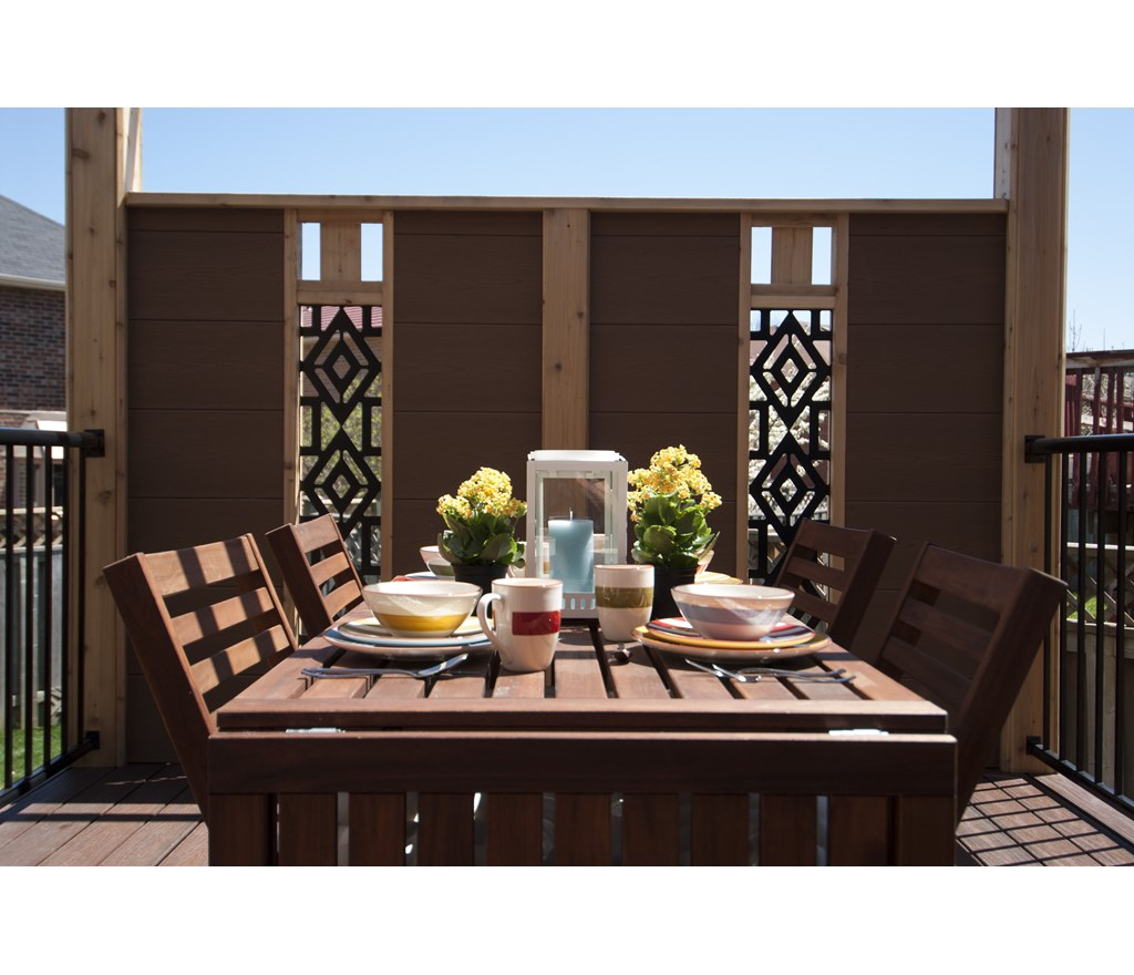 Privacy screens for intimate outdoor dining photos for Outdoor privacy screen canada