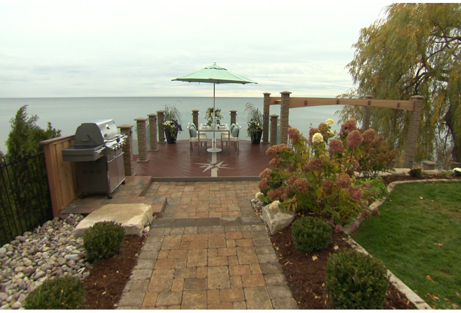 The waterfront deck photos hgtv canada for Waterfront deck ideas