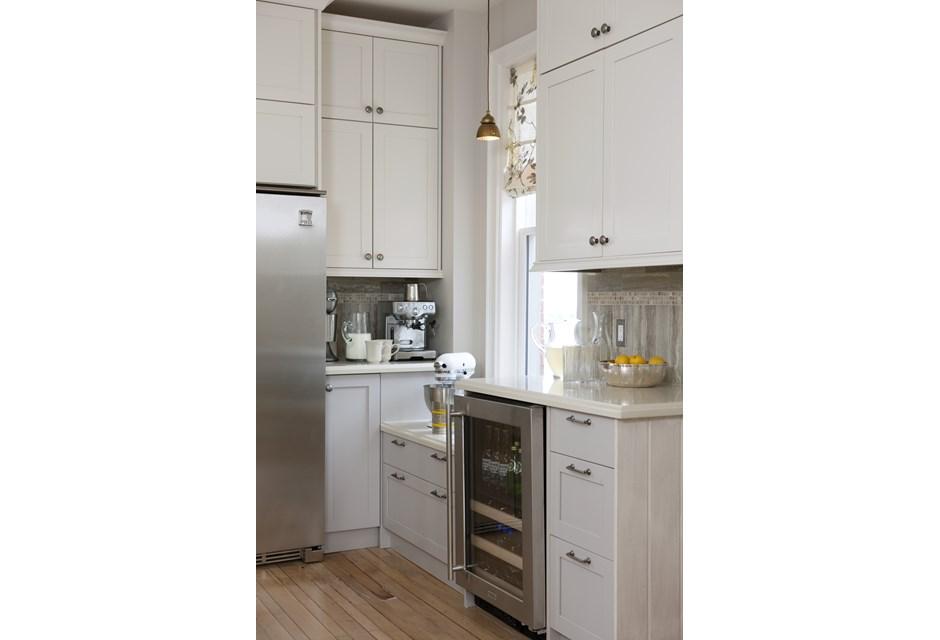optimal kitchen lighting photos hgtv canada. Black Bedroom Furniture Sets. Home Design Ideas