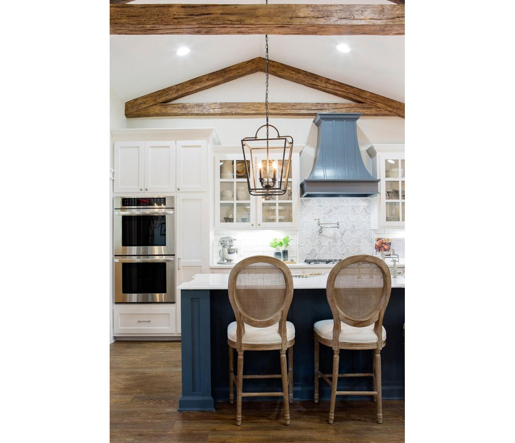 Fixer Upper Country Kitchen: Pretty Planks