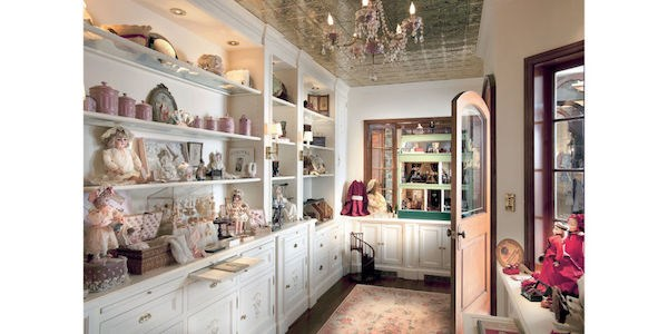 the inside of the antique doll shop streisand says she drew