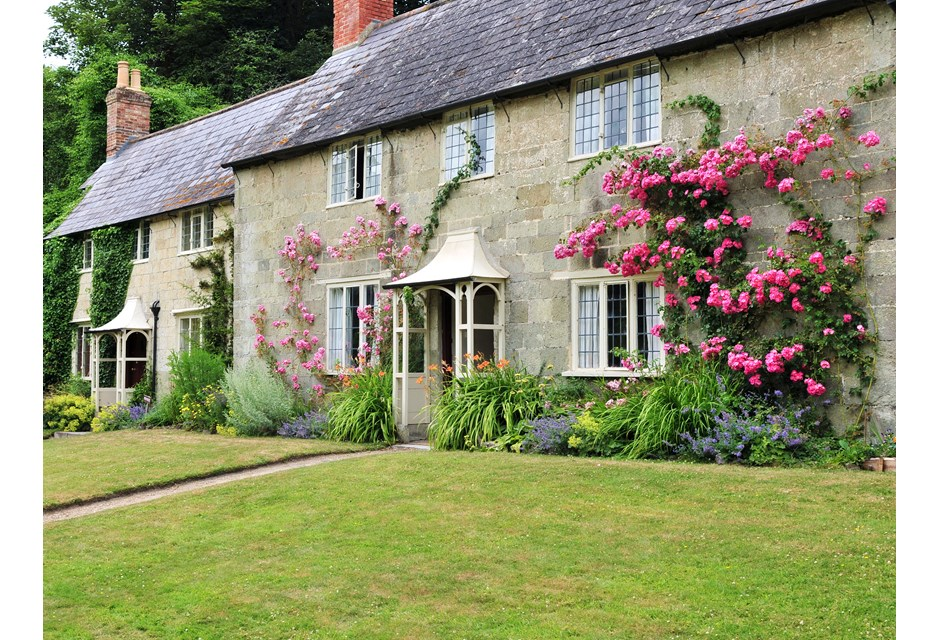 A perfect english cottage photos hgtv canada for Perfect english cottage