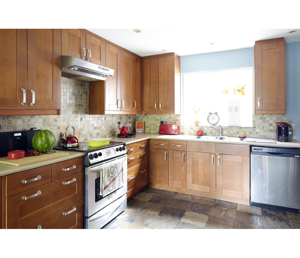 6 Kitchen Backsplash Ideas That Will Transform Your Space: A Colourful Kitchen Backsplash