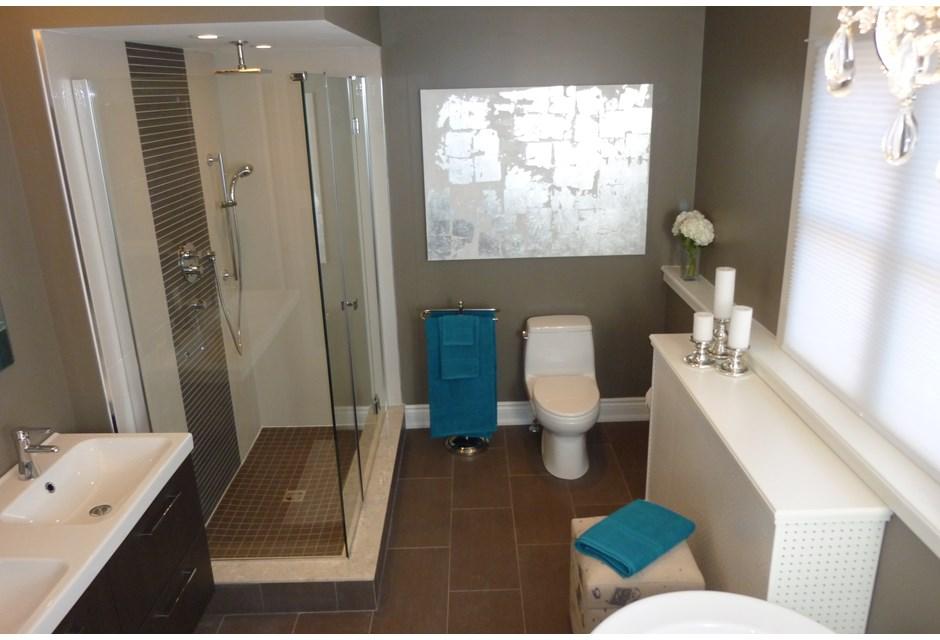 Ex bachelor bathroom photos hgtv canada for Bachelor bathroom ideas