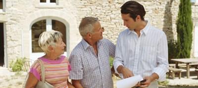 Broker vs loan officer