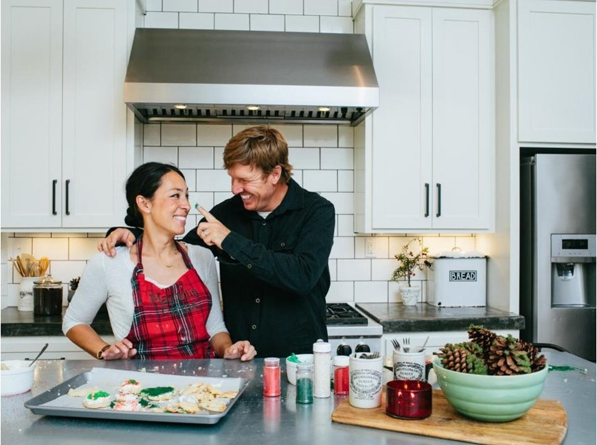 Chip and joanna doing holiday things is exactly what the for Where is chip and joanna gaines bed and breakfast located