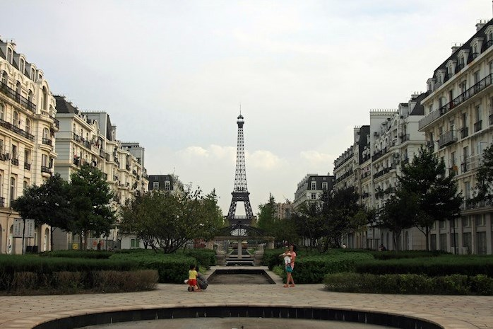 The Fake Paris of China Sits Empty and Abandoned