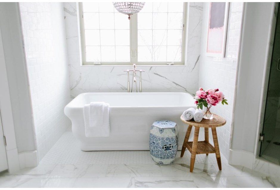 40 all white bathrooms that will never go out of style for All white bathroom decor