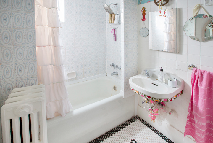 Tiffany-Pratt-Bathroom-Makeover-Before