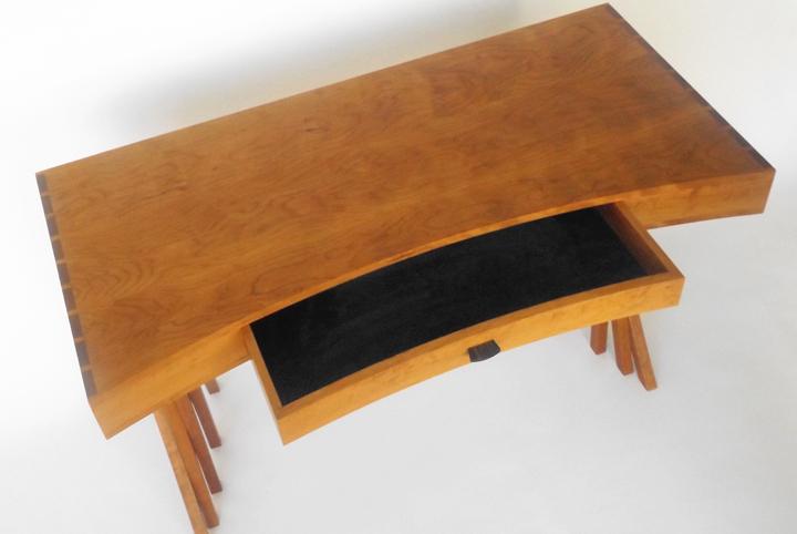 Merganzer-Desk-3