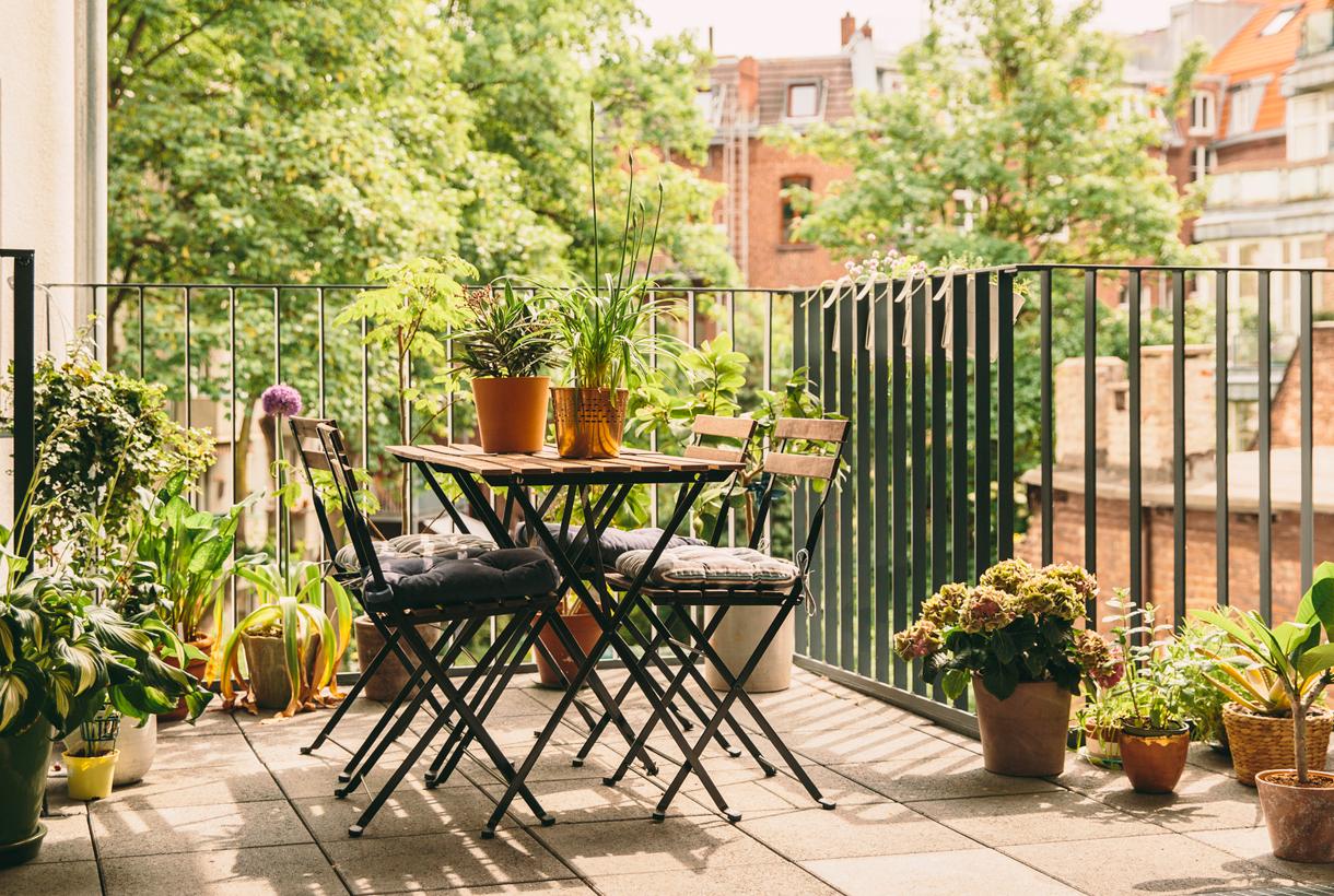 4 essentials for a truly inviting condo balcony
