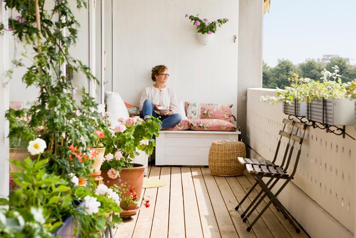 Small-Condo-Balcony-Landscape-Image