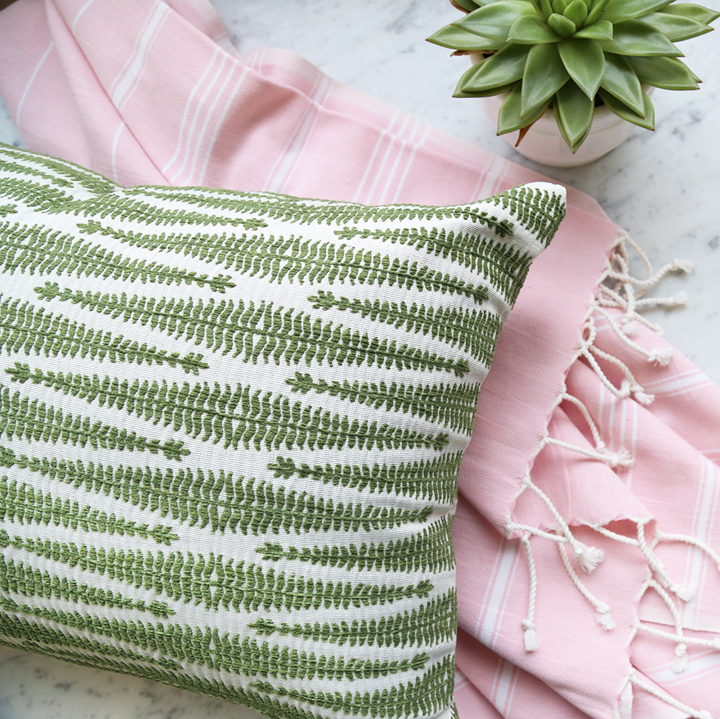 ingrid-moss-pillow-candle-1000