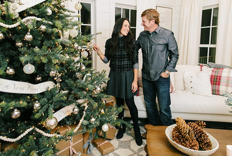 chip and joanna doing holiday things is exactly what the world needs right now. Black Bedroom Furniture Sets. Home Design Ideas