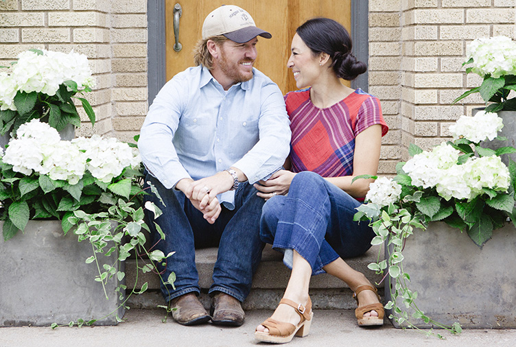 chip and joanna gaines sitting on stairs