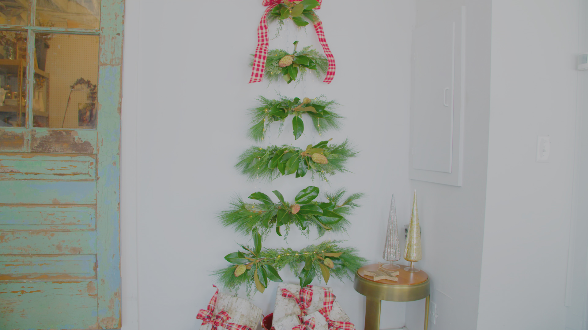 1 diy small space christmas tree - Videos Of Decorated Christmas Trees