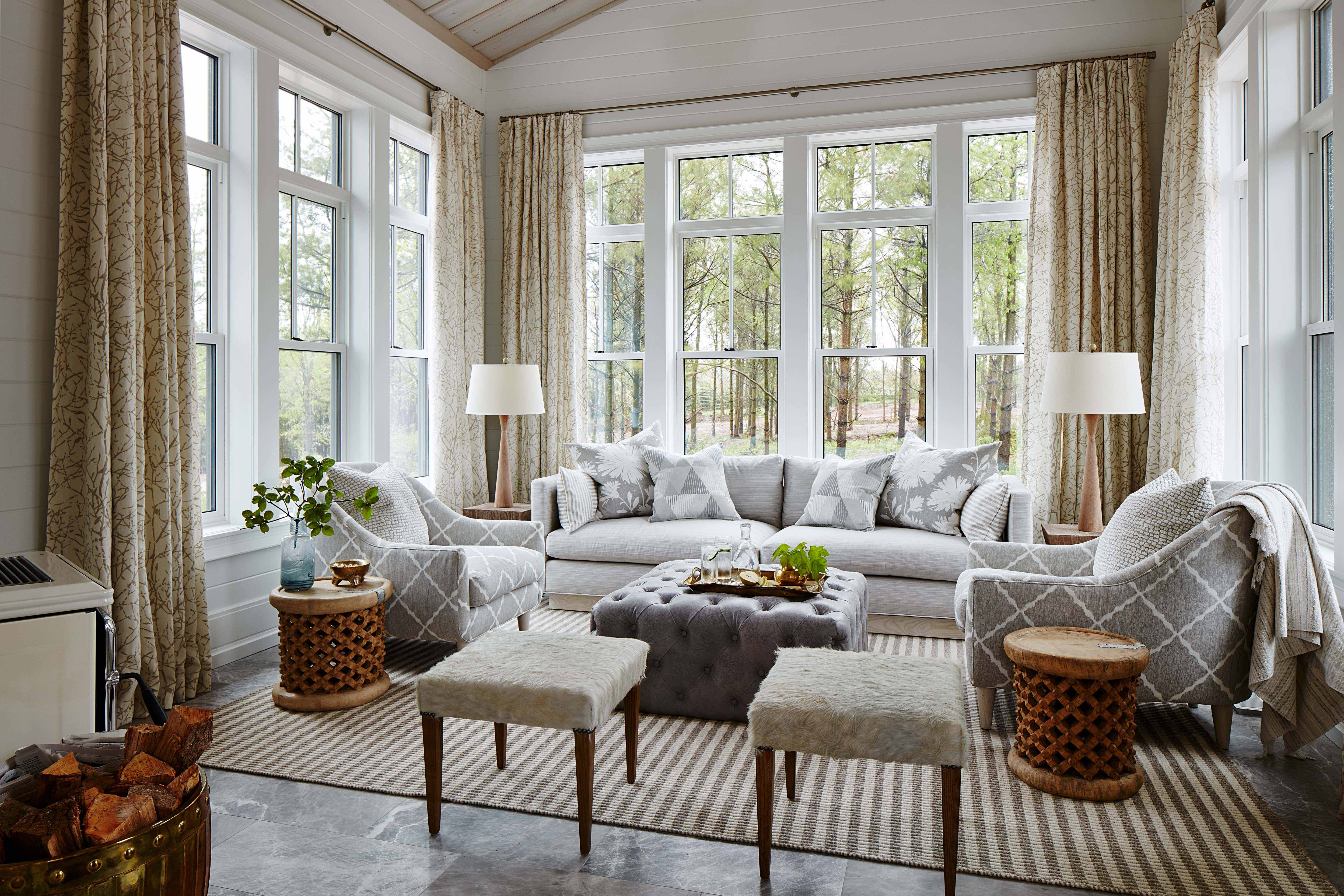 Take in the views and the gorgeous decorative details in a sunroom meant to impress. #SarahRichardson #sunroom #traditionaldecor
