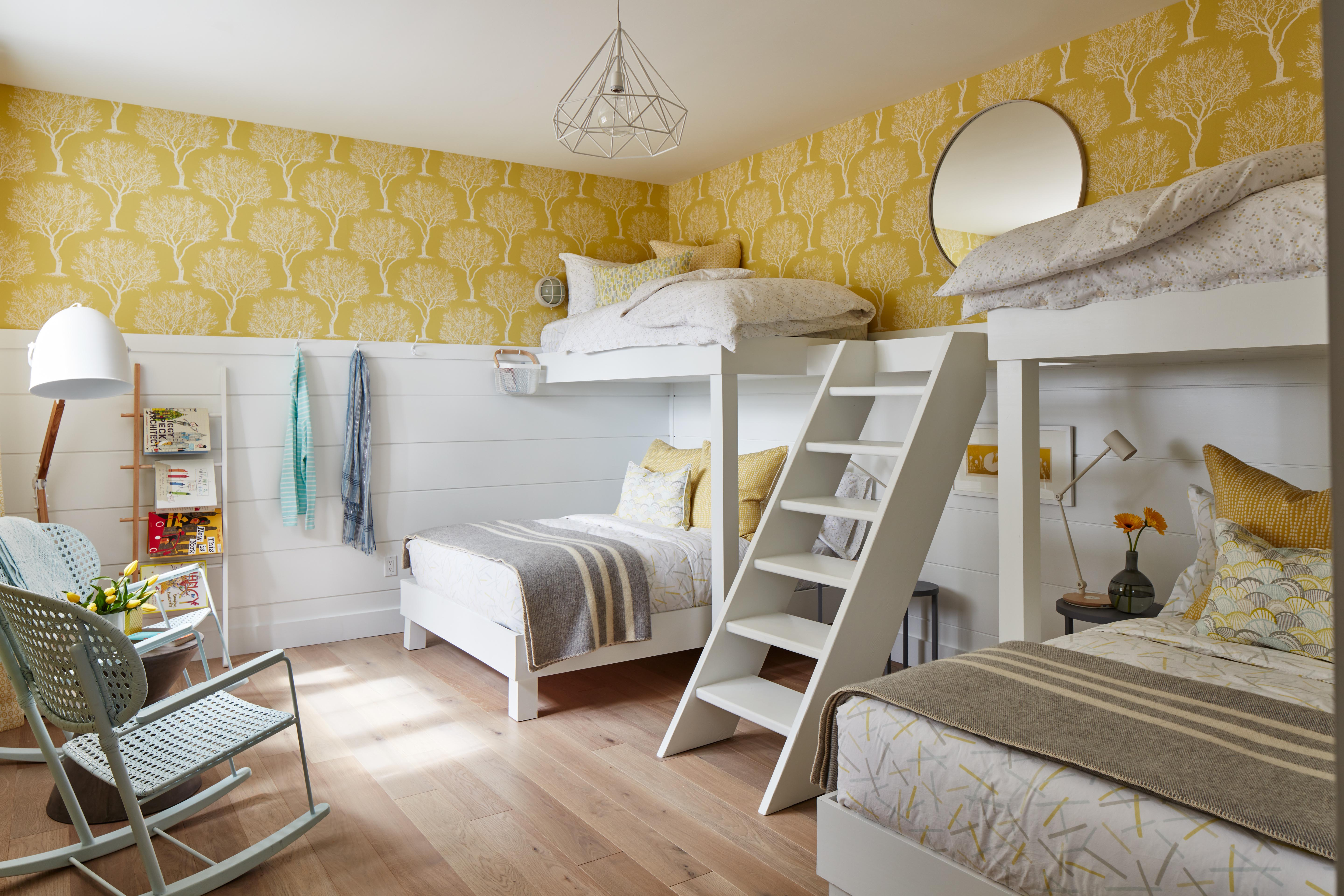Cottage style in a modern farmhouse bunkroom by #SarahRichardson #shiplap #yellowwallpaper #bunkroom