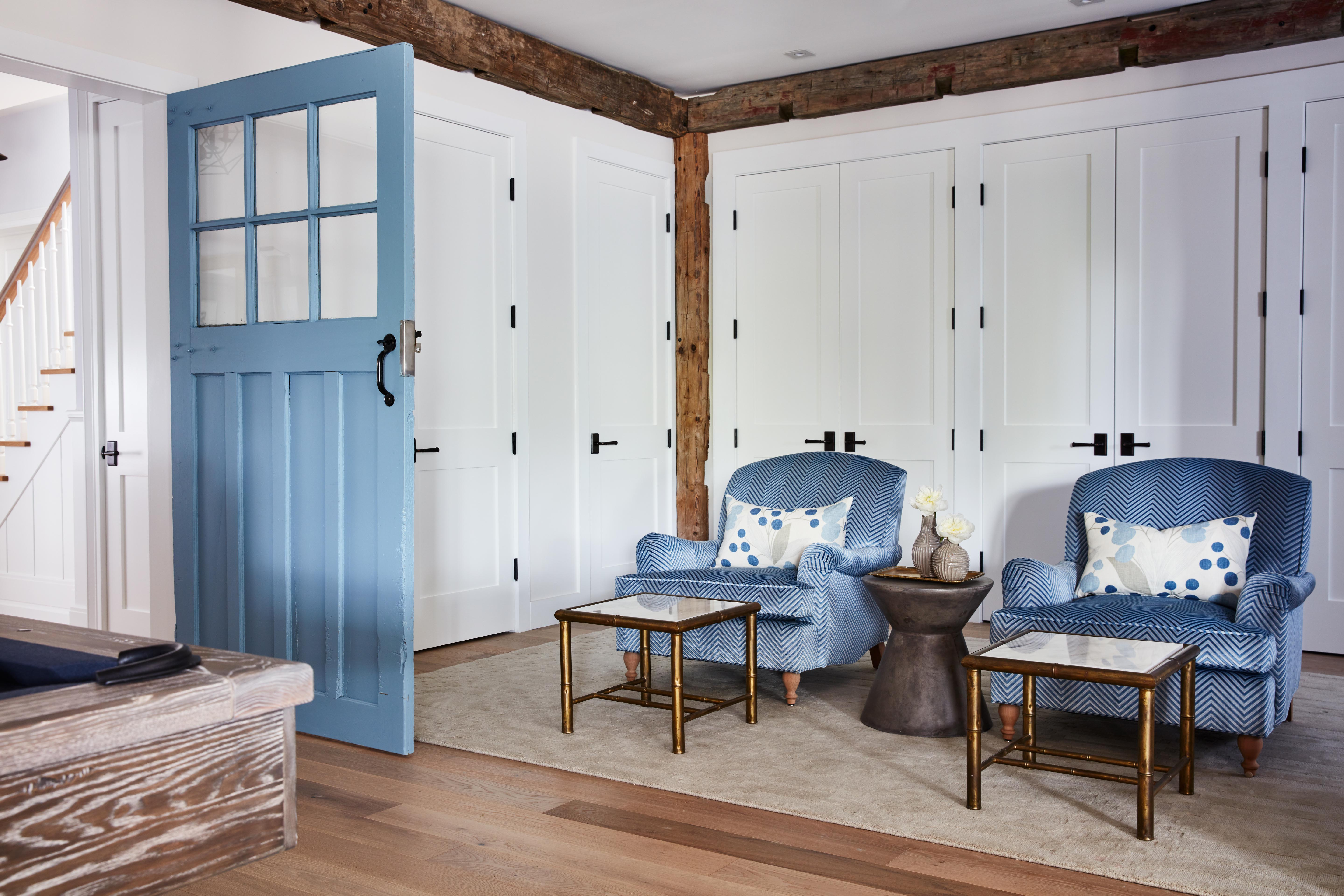 Cheerful blue armchairs and door in traditional home by #SarahRichardson #bluedoor #modernfarmhouse