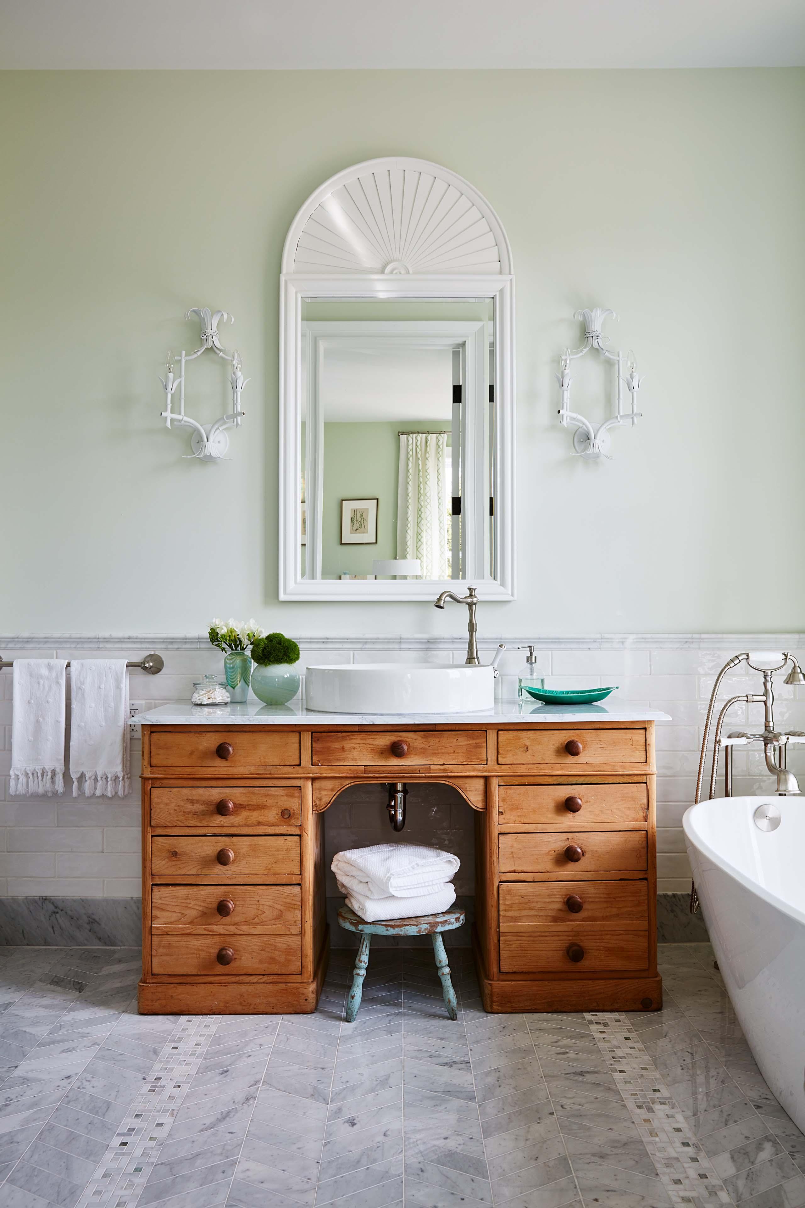 Vintage style decor in bathroom by #SarahRichardson #repurposedvanity #eclecticbathrom