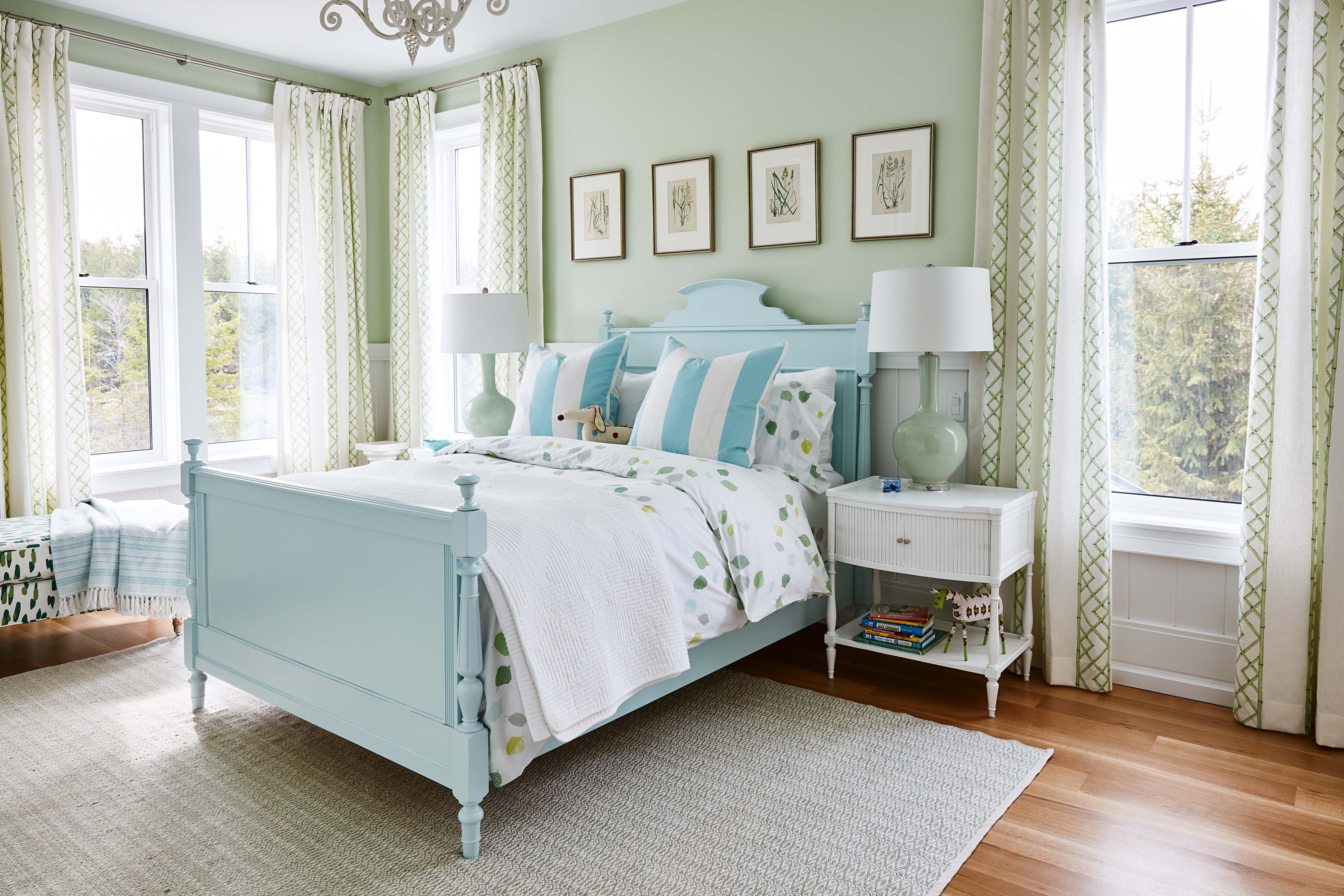 Tiffany blue and green cottage style bedroom by #SarahRichardson. #tiffanyblue #turquoisebed #greenwalls